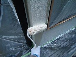 外壁フッ素塗料塗装下塗り二層目塗装状況