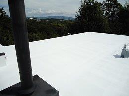 屋上防水断熱仕様断熱材主剤一層目塗装完了
