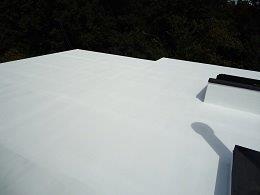 屋上防水断熱仕様断熱材主剤二層目塗装完了