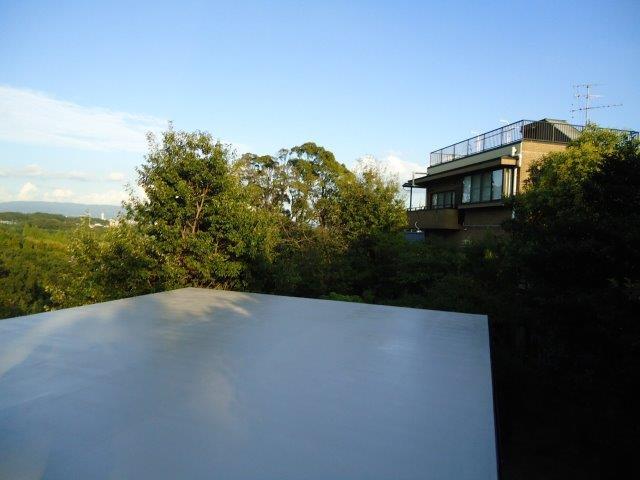 屋上防水断熱仕様遮熱トップコート二層目塗装完了