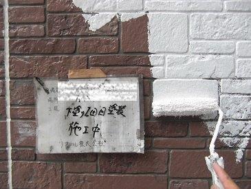 外壁サイディングフッ素塗料塗装下塗り二層目塗装状況