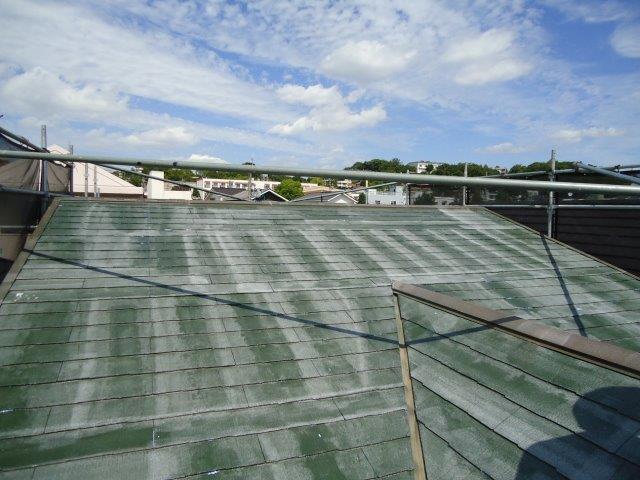 屋根カラーベスト遮断熱塗料下塗り塗装完了