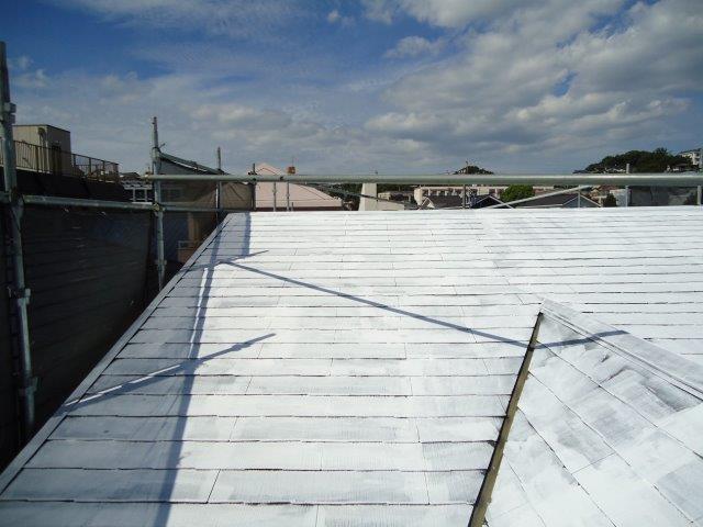 屋根カラーベスト遮断熱塗料主材塗装二層目完了