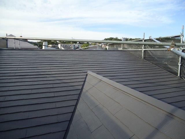 屋根カラーベスト遮断熱塗料上塗り二層目塗装完了