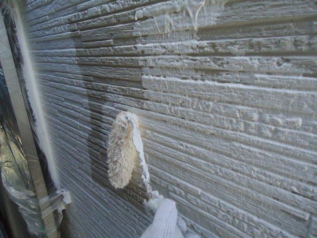 外壁サイディング断熱塗料塗装前主材一層目塗装状況