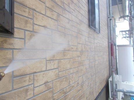 外壁サイディングクリヤー塗装前高圧洗浄