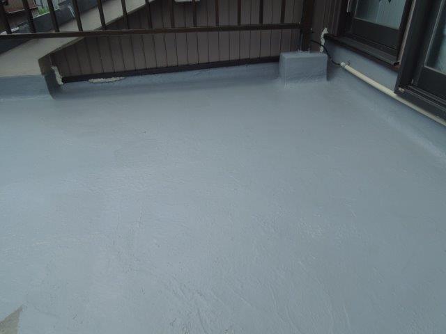バルコニー防水防水材一層目塗装完了