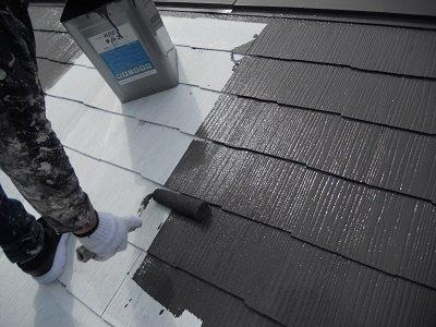 屋根カラーベスト遮断熱塗料塗装遮熱塗料一層目塗装状況