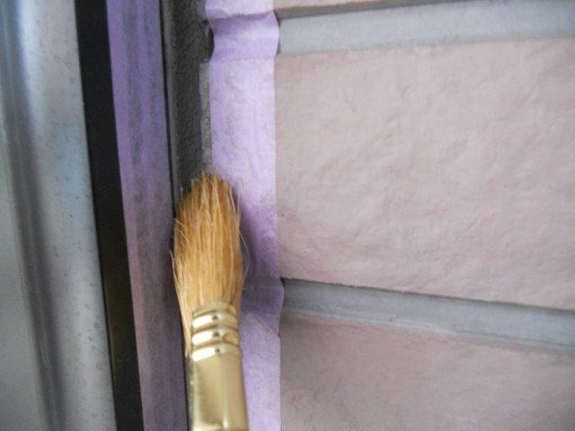 外壁サイディングシリコン塗装前コーキングプライマー塗布状況