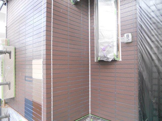 外壁サイディングシリコン塗装下塗り一層目塗装完了