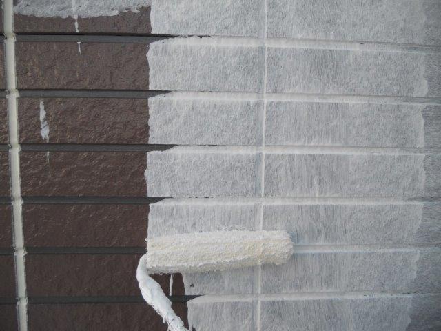 外壁サイディングシリコン塗装下塗り二層目塗装状況