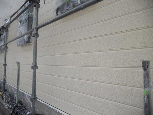 外壁サイディングシリコン塗装上塗り一層目塗装完了