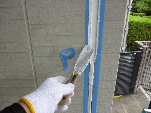 外壁サイディング断熱塗料塗装前目地コーキングならし状況