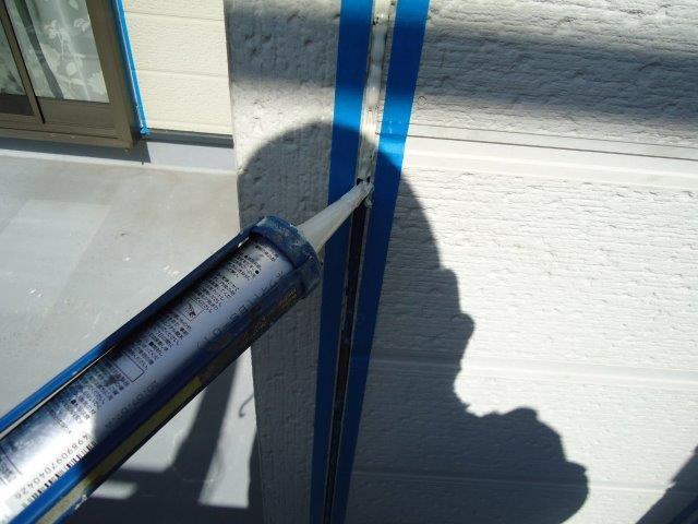 外壁サイデイング目地コーキング打ち替えコーキング打設状況