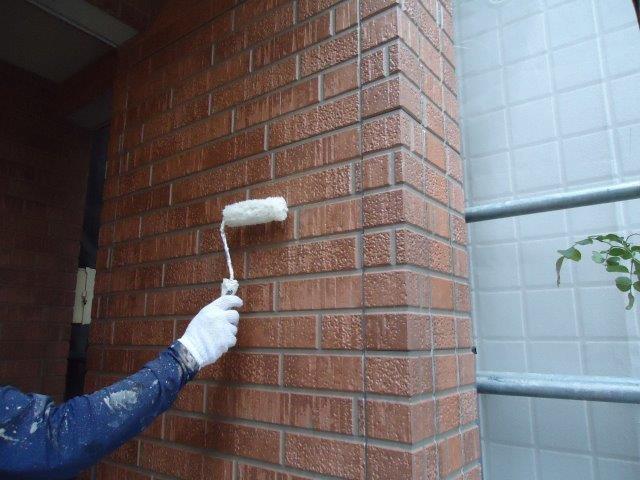 外壁タイル調クリヤー塗装上塗り二層目塗装状況