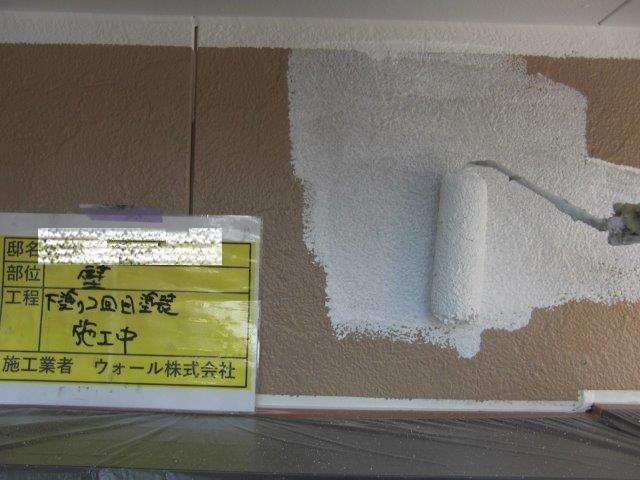 外壁サイデイングシリコン塗料下塗り二層目塗装状況