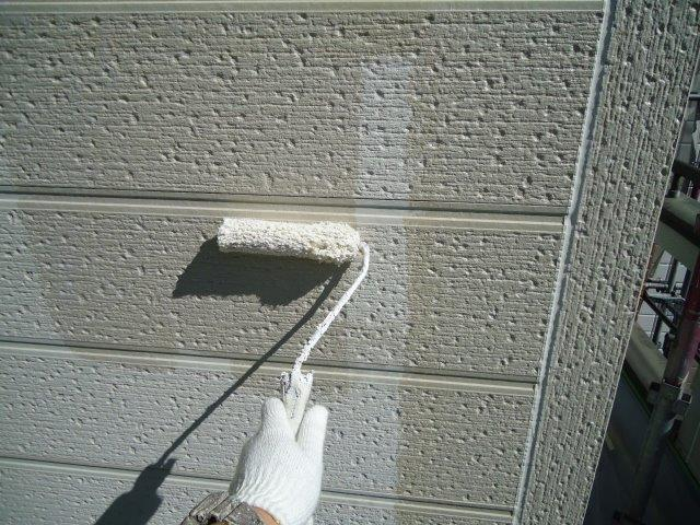 外壁サイディング断熱塗料下塗り塗装状況