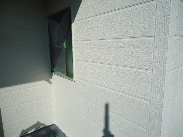 外壁サイディング断熱塗料主材一層目塗装完了