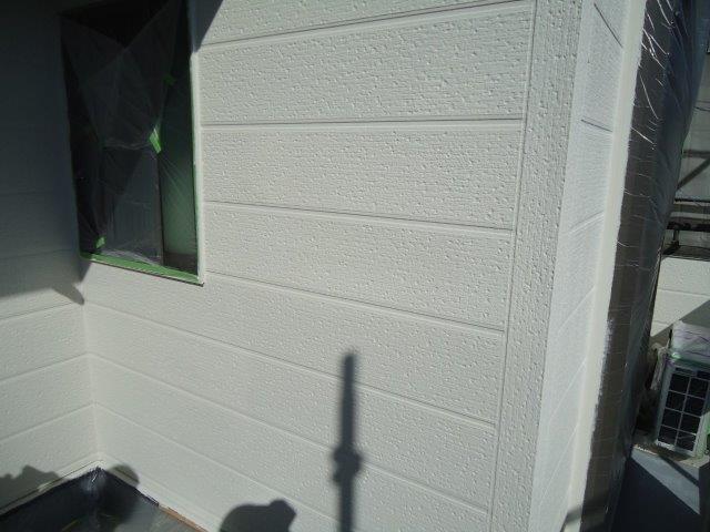 外壁サイディング断熱塗料主材二層目塗装完了