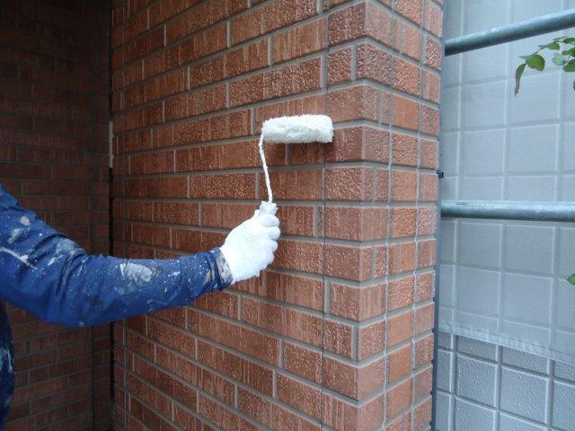 外壁タイル調サイディング無機塗料上塗り一層目塗装状況