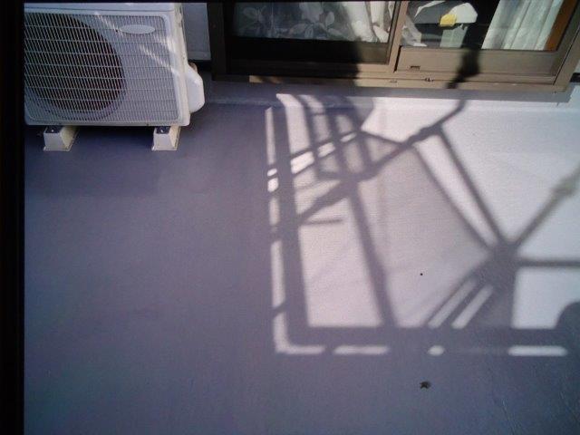バルコニー防水主剤二層目塗装完了