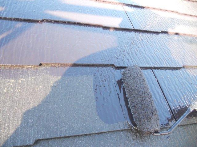 屋根カラーベスト無機塗料上塗り一層目塗装状況