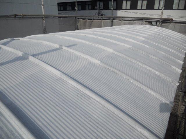 ガルバリウム鋼板屋根断熱塗料下塗り塗装完了