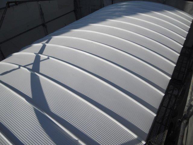 ガルバリウム鋼板屋根断熱塗料上塗り二層目塗装完了