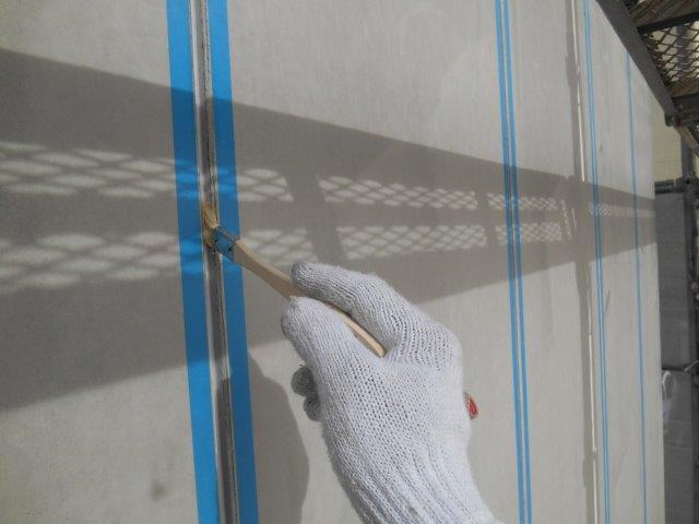 外壁ALC目地コーキングプライマー塗布