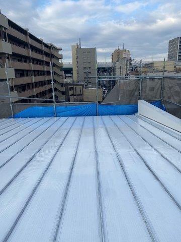 折半屋根遮熱フッ素塗料下塗り塗装完了