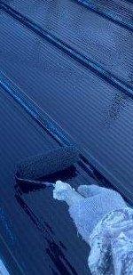 折半屋根遮熱フッ素塗料上塗り二層目塗装状況