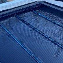 折半屋根遮熱フッ素塗料上塗り一層目塗装状況