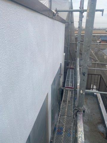 外壁モルタル面フッ素塗料下塗り塗装完了
