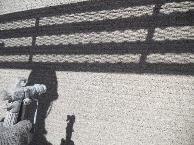 外壁サイディング鎧F(フッ素塗料)下塗り一層目塗装状況
