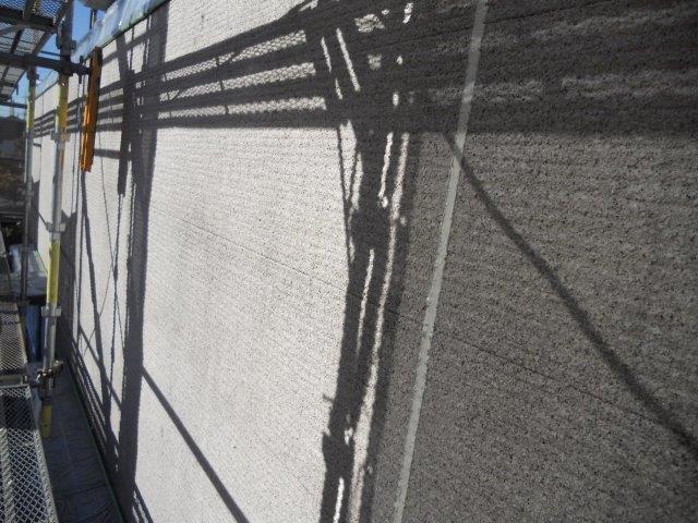 外壁サイディング鎧F(フッ素塗料)下塗り一層目塗装完了
