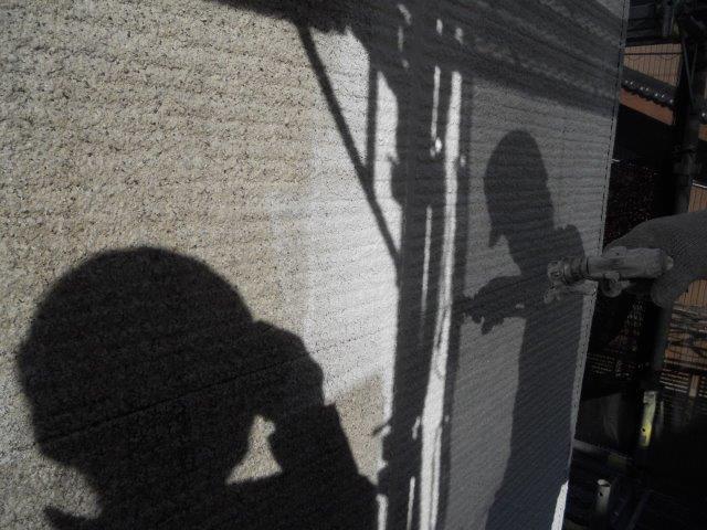 外壁サイディング鎧F(フッ素塗料)下塗り二層目塗装状況