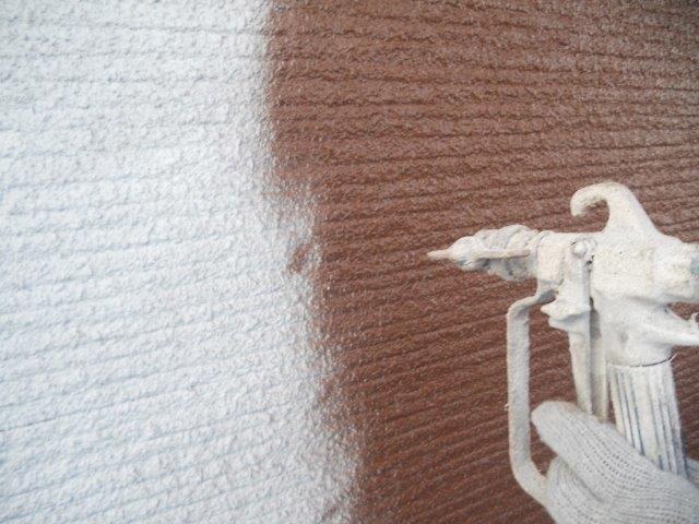 外壁サイディング鎧F(フッ素塗料)上塗り一層目塗装状況