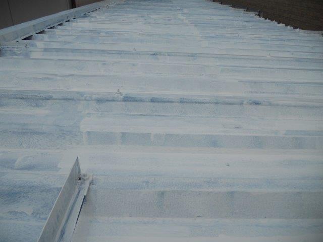 折半屋根遮熱塗料下塗り塗装完了