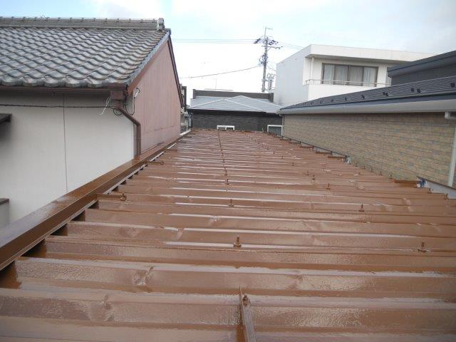 折半屋根遮熱塗料上塗り二層目塗装完了