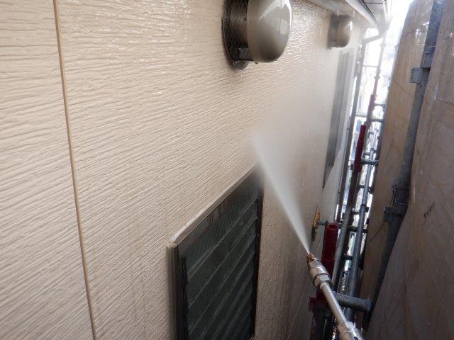 入壁塗装施工前高圧洗浄状況