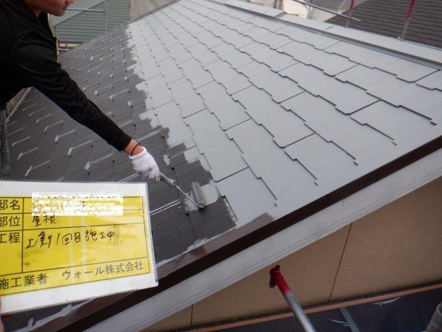 屋根無機塗料塗装上塗り一層目塗装状況