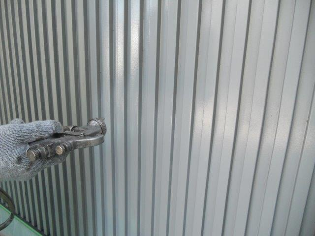 外壁ガルバリウム鋼板無機塗料塗装下塗り塗装状況