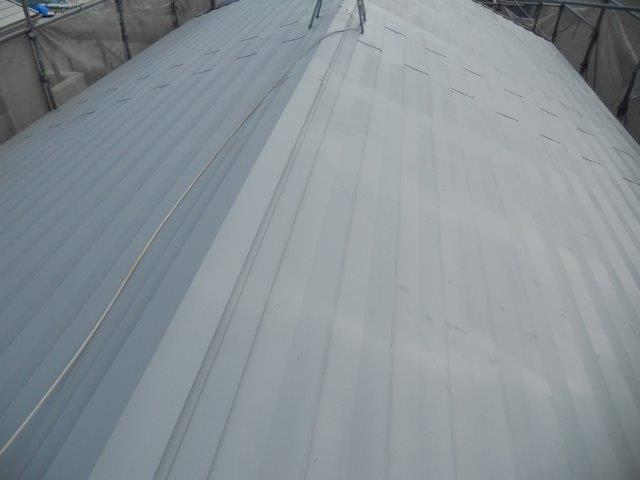 屋根ガルバリウム鋼板無機塗料塗装下塗り塗装完了