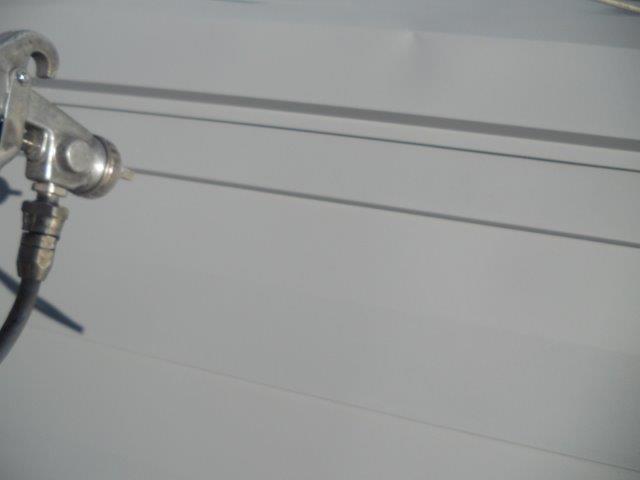 屋根ガルバリウム鋼板無機塗料塗装下塗り二層目塗装状況