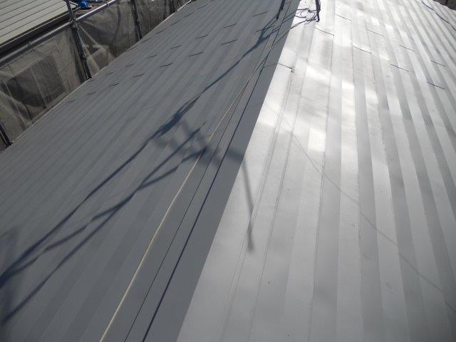 屋根ガルバリウム鋼板無機塗料塗装下塗り二層目塗装完了