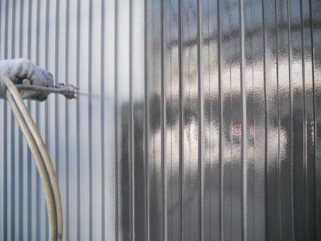 外壁ガルバリウム鋼板無機塗料塗装中塗り塗装状況