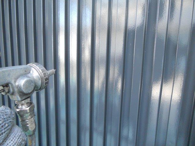 外壁ガルバリウム鋼板無機塗料塗装上塗り塗装状況