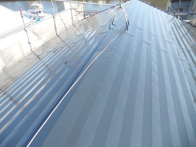 屋根ガルバリウム鋼板無機塗料塗装中塗り塗装完了