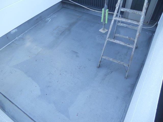 バルコニー防水下塗り塗装完了