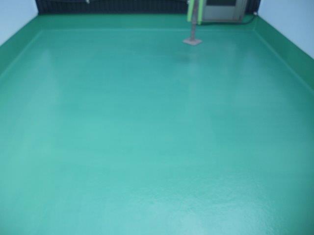 バルコニー防水トップコート一層目塗装完了